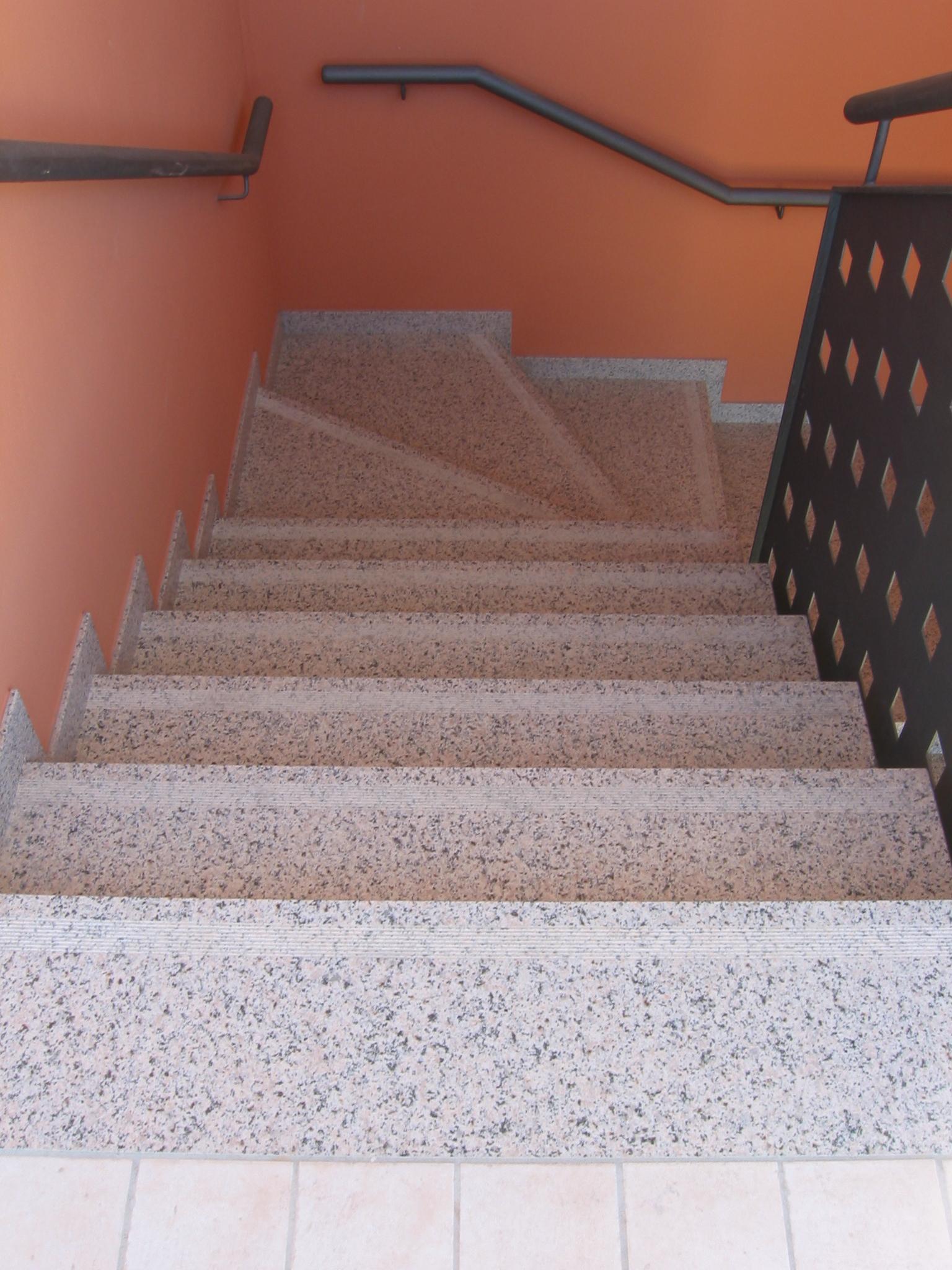 Scale esterne in granito la paltenghi - Granito per scale ...